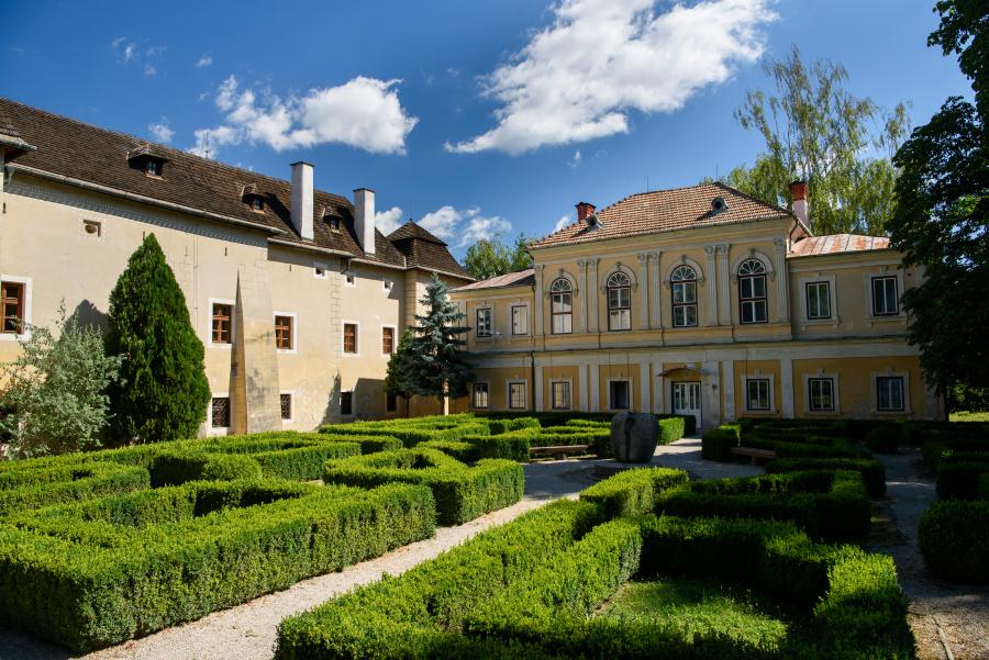 Slovanské múzeum A. S. Puškina, Brodzany - kaštieľ