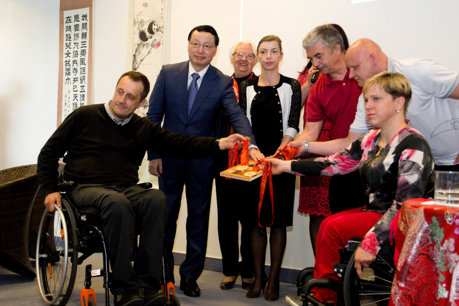 2018-05-22 navsteva velvyslanec CLR kniha Mingovia 5