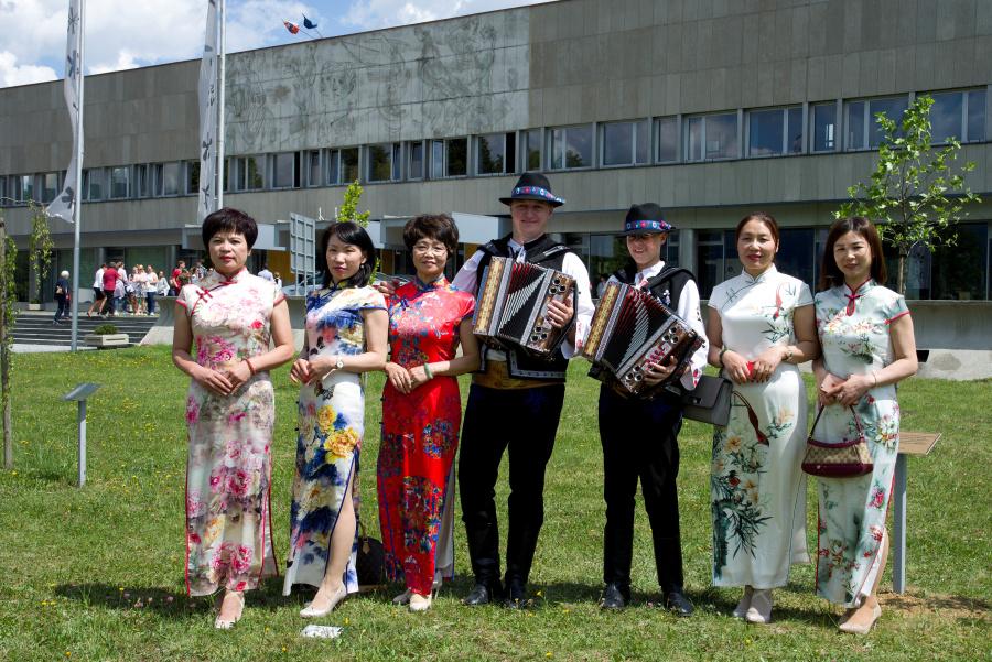 2018-05-22 navsteva velvyslanec CLR kniha Mingovia 9
